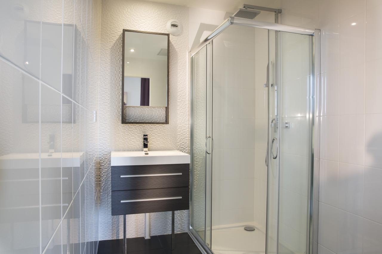 Executive Hotel - Room - Bathroom